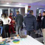 Новогодишни желби на активистите ја закитија елката на Граѓанскиот ресурсен центар во Штип